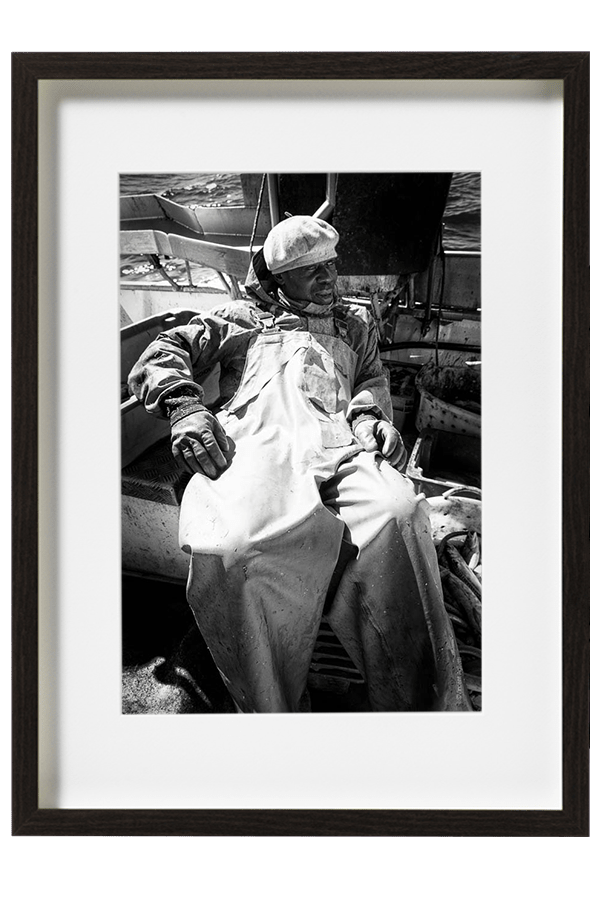 Moussa le marin pêcheur aguerri vit ses dernières semaines de pêche sur le bassin d'Arcachon.