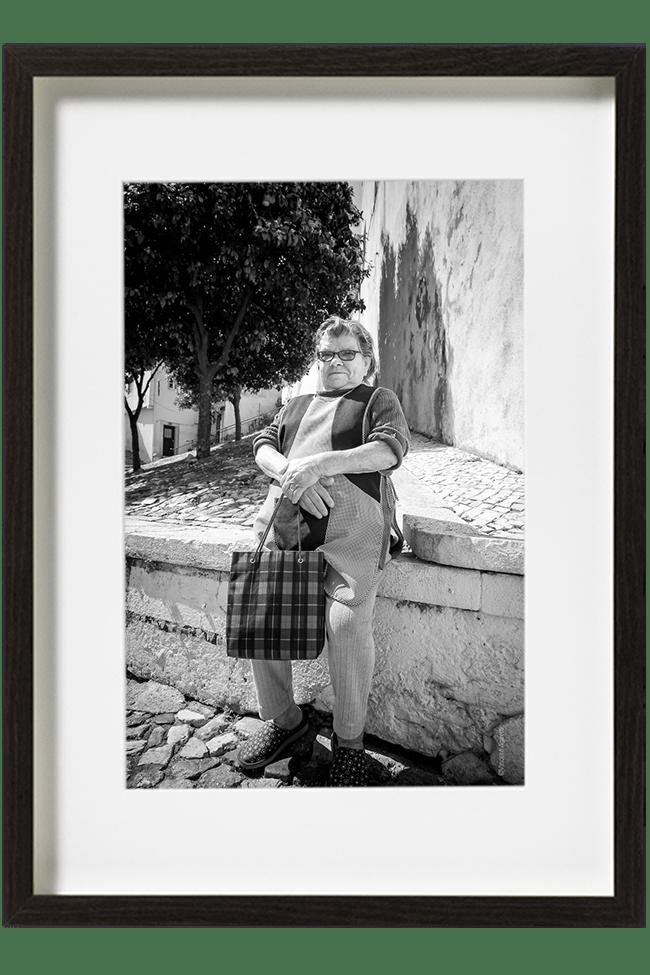 Maria vit dans le quartier d'Alfama à Lisbonne et fait tous les jours son marché, à l'occasion elle fait une petite pose