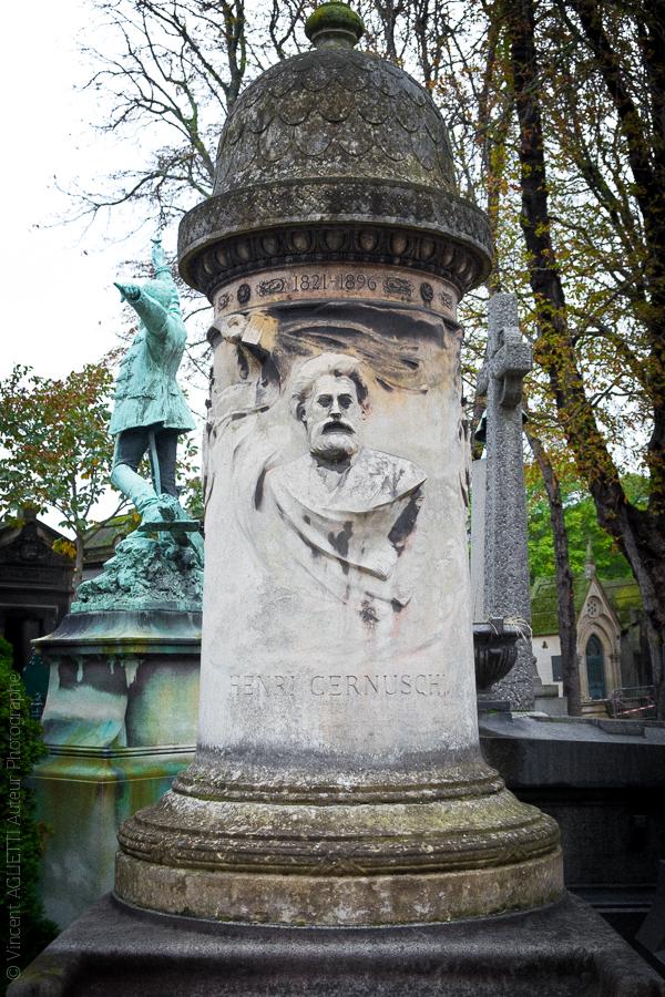 Colonne à la mémoire d'Henri Cernuschi banquier italien.