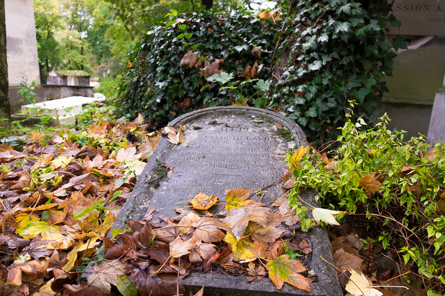 Tombe abandonnée d'Angelo Tarchi homme politique italien.Cimetière du Père Lachaise.