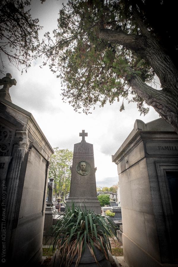 Tombe de Jacques Corvi directeur de de Cirque. Père Lachaise.