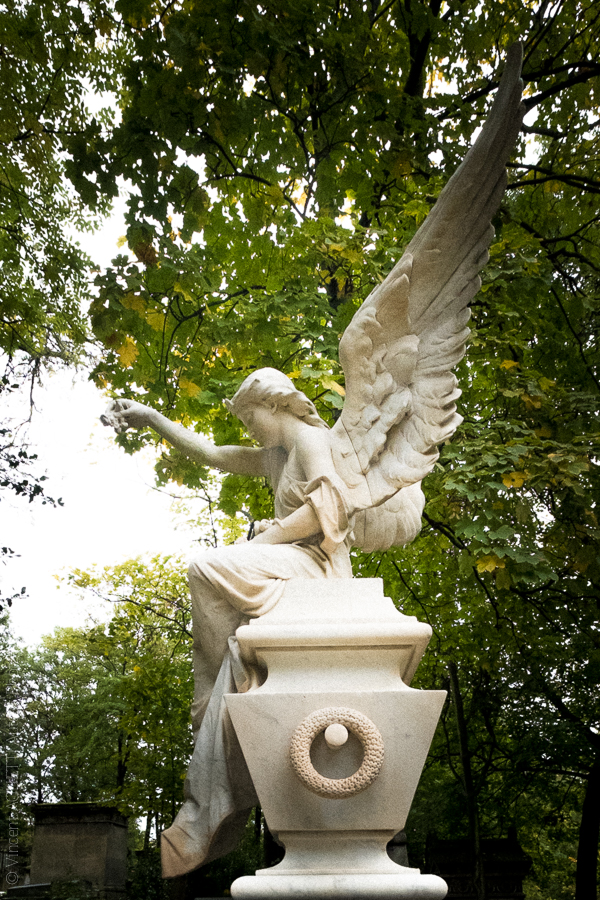 Statue de Cyprien Godebski posée sur la tombe d'Enrico Tamberlick ténor italien.