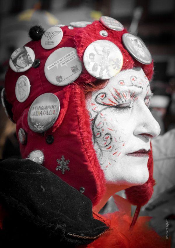 La Boutique Caméra Singulier. Carnaval de Dunkerque Les premiers rayons de soleil baignent le carnaval de Bergues. Portait d'une carnavaleuse.