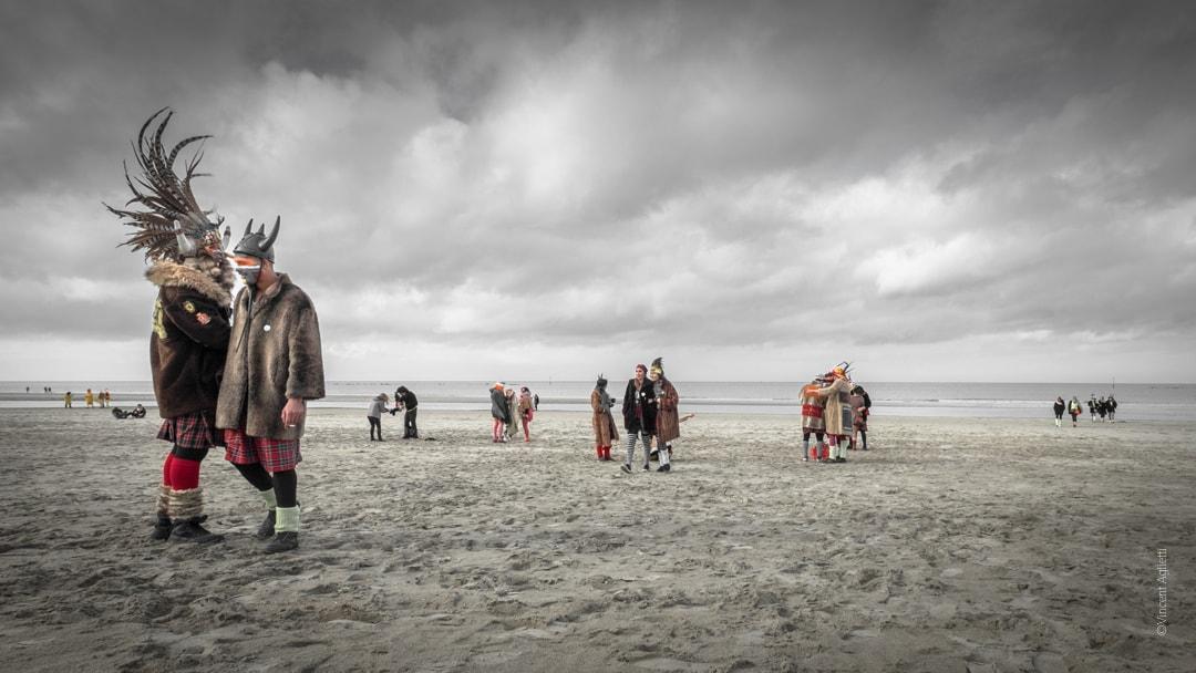Un air de peinture flamande Carnavaleux sur la plage de Malo les Bains sous un ciel orageux.