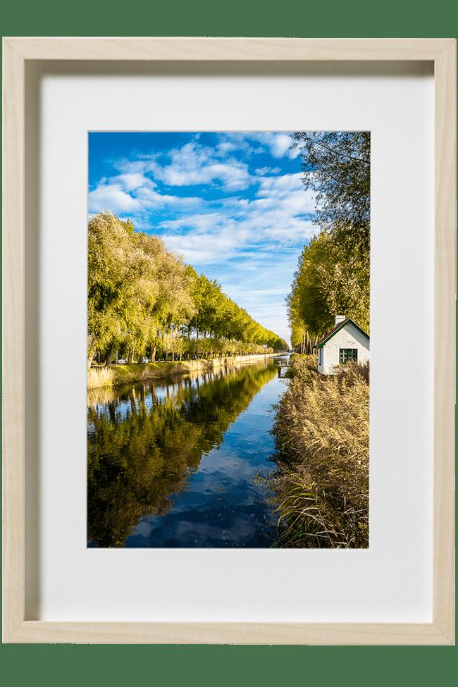 Un joli canal sous un ciel d'automne à quelques kilomètres des Pays-Bas.