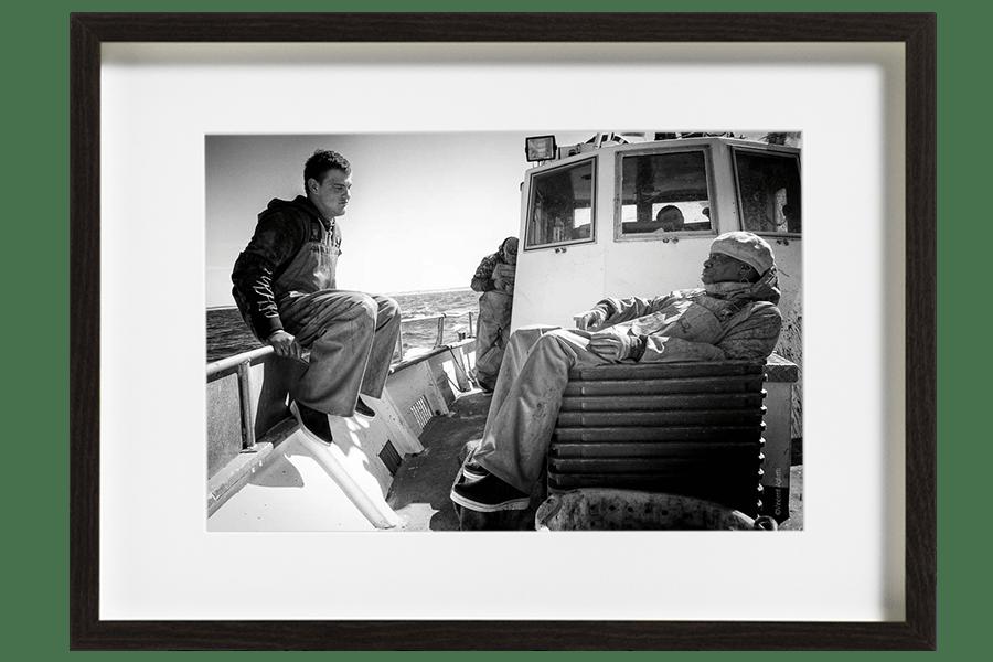 L'équipage des marins pêcheurs tente un dernier relevé de filet le long des côtes d'Arcachon.