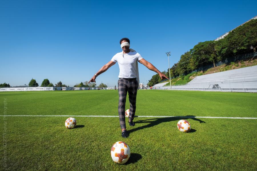 Neno le célèbre gardien de but national pose au camp d'entrainement du Vitória Sport Clube. Photo pour l'exposition Guimaraes, Aqui Nasceu Portugal de Vincent Aglietti et Vincenzo Cirillo.
