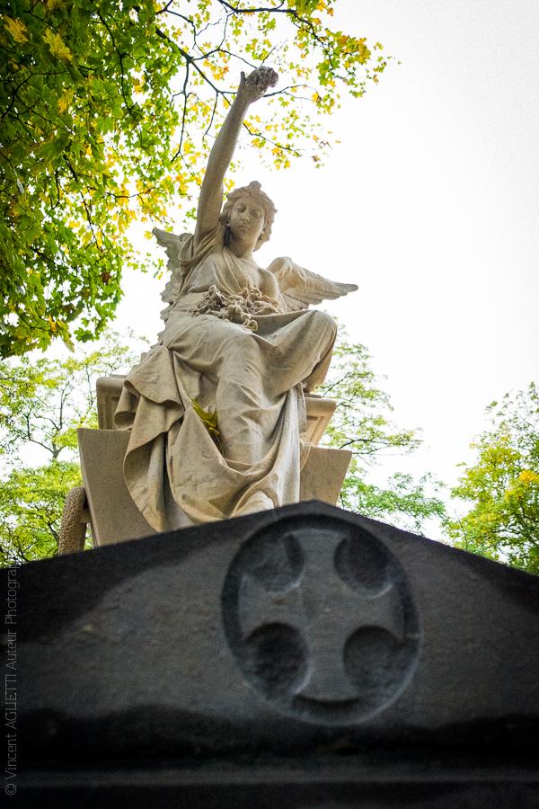 Statue ornant la tombe d'Enrico Tamberlick au Père Lachaise.
