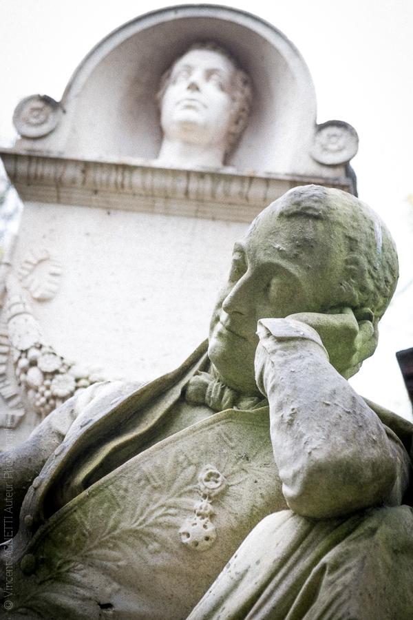Statue de Louis Visconti architecte français né à Rome. Statue de Pierre Simard. Père Lachaise.