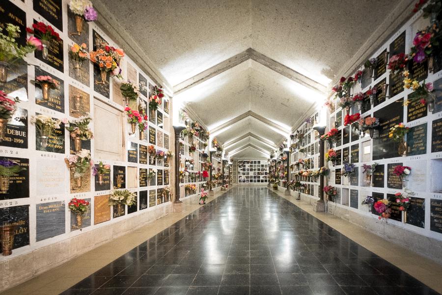 Couloir du columbarium du Père Lachaise.