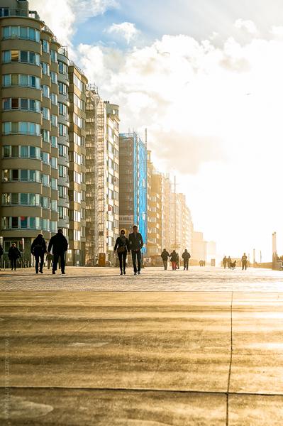 Ostende Seafront.Une lumière flamande éclaire la promenade d'Ostende.