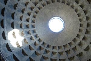 Panthéon. La coupole intérieure du Panthéon de Rome.