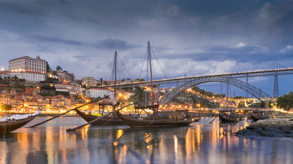 Porto sur l'Eau. Le port de Porto sous l'heure bleue.