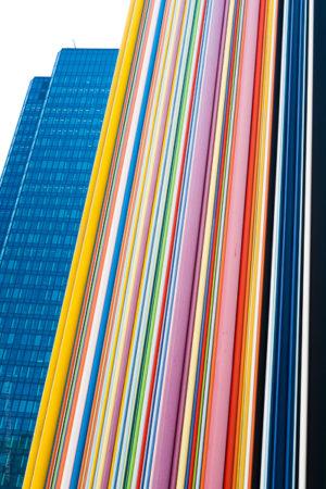 Architecture.Mikado.Sculpture de La Défense au milieu des tours.
