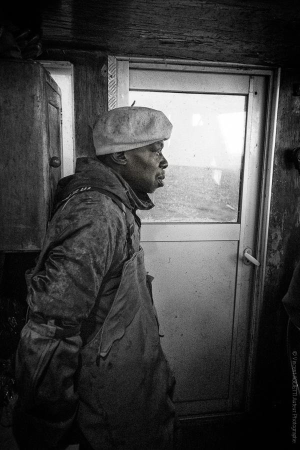 Moussa Marin Pêcheur aguerri, vit ses dernières semaines de pêche sur le bassin d'Arcachon avant de regagner le Sénégal.