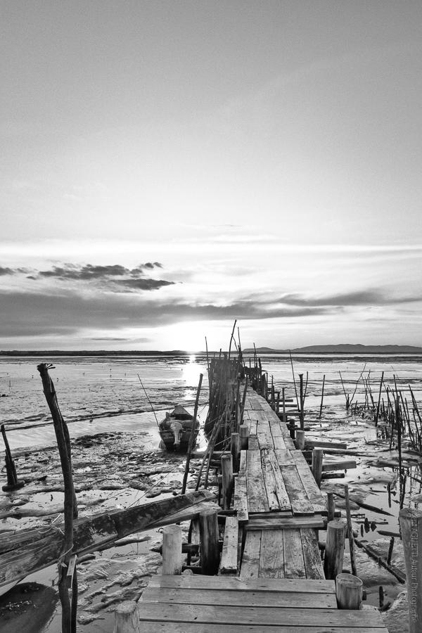 Au Bout du Ponton.Un petit port de pêche dans la baie de Troia.