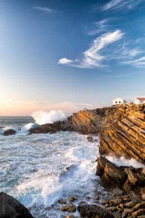 De La Falaise. Un coucher de soleil sur la côte portugaise à Peniche Portugal..