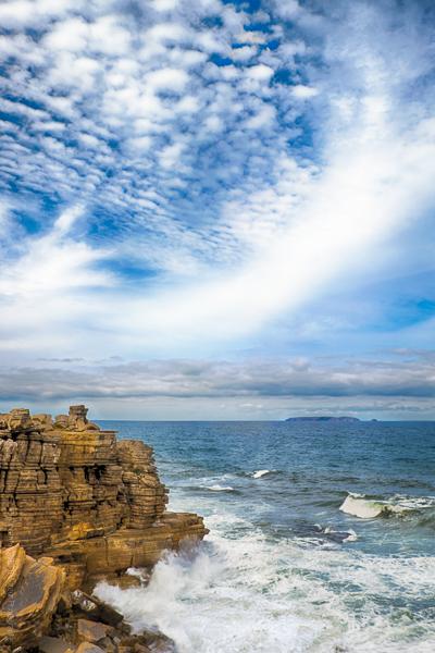 A l'Ouest. Décor de la côte portugaise entre Nazaré et Peniche.
