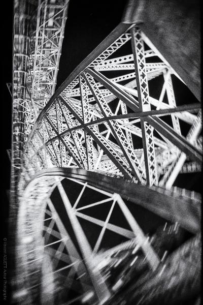 Géant de Fer. Le pont Dom Luis à Porto. Réalisation de Gustave Eiffel