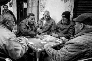 Sueca. Les joueurs d'Alfama fidèles à leur table.