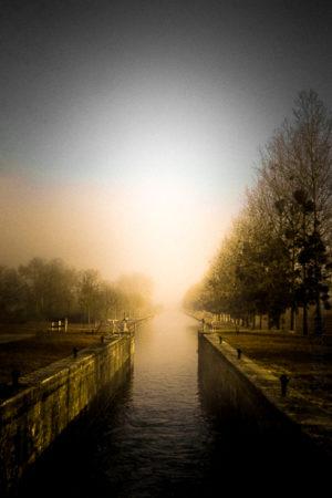 L'ECLUSE, sur le Canal de Bourgogne entre brume et soleil les saisons s'installent.- La Boutique Caméra Singulier.